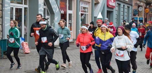 Півтори сотні ужгородців взяли участь у благодійному забігу до Дня Святого Миколая