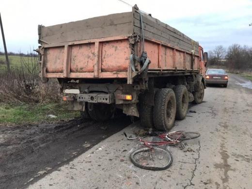 Вантажівка збила на Ужгородщині велосипедиста – чоловік в реанімації