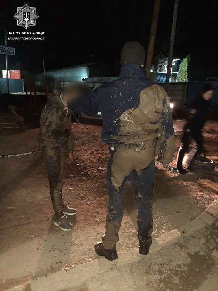 В Ужгороді патрульні наздогнали трьох злодіїв