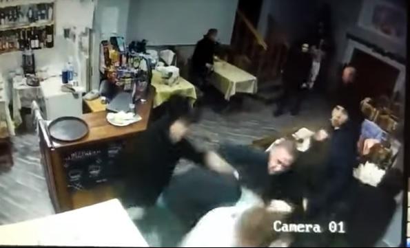 В Мукачеві побили відвідувачів кафе (відео)