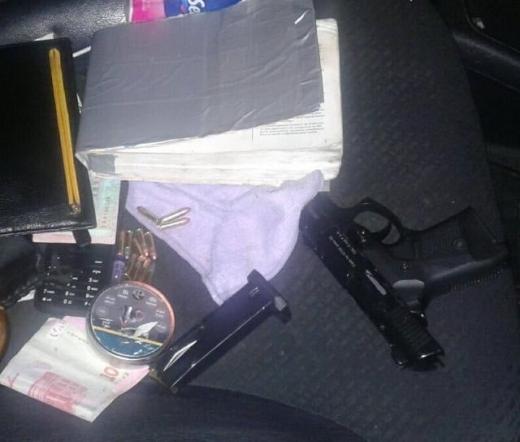 У авто мешканця Іршавщини полісмени виявили пістолет та наркотики
