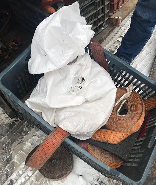 На Закарпатті митники вилучили більше 6 кг незадекларованого бурштину