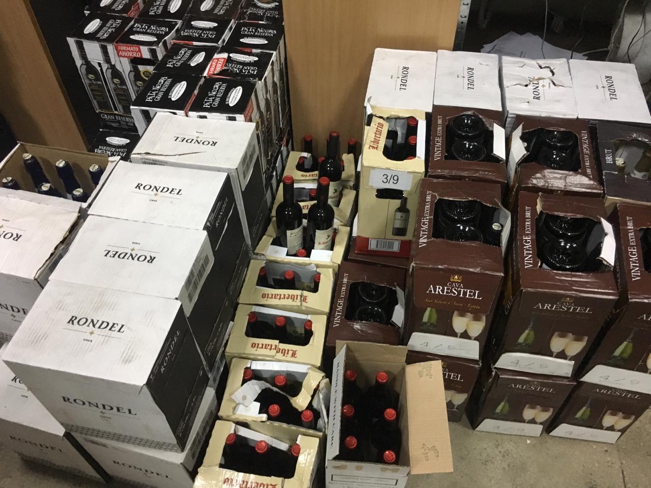 Понад 300 літрів незадекларованого вина намагалися провезти через кордон на Закарпатті