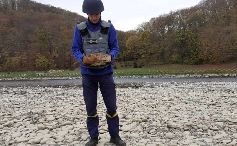 Поблизу річки Тиса в Чопі піротехніки вилучили і знищили вибухонебезпечні предмети часів війни