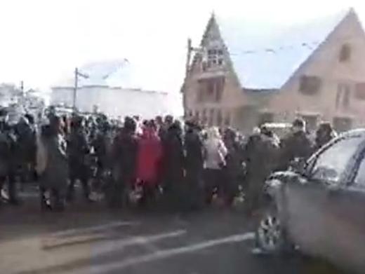 На знак протесту проти закриття райлікарні мешканці Іршавщини перекрили дорогу