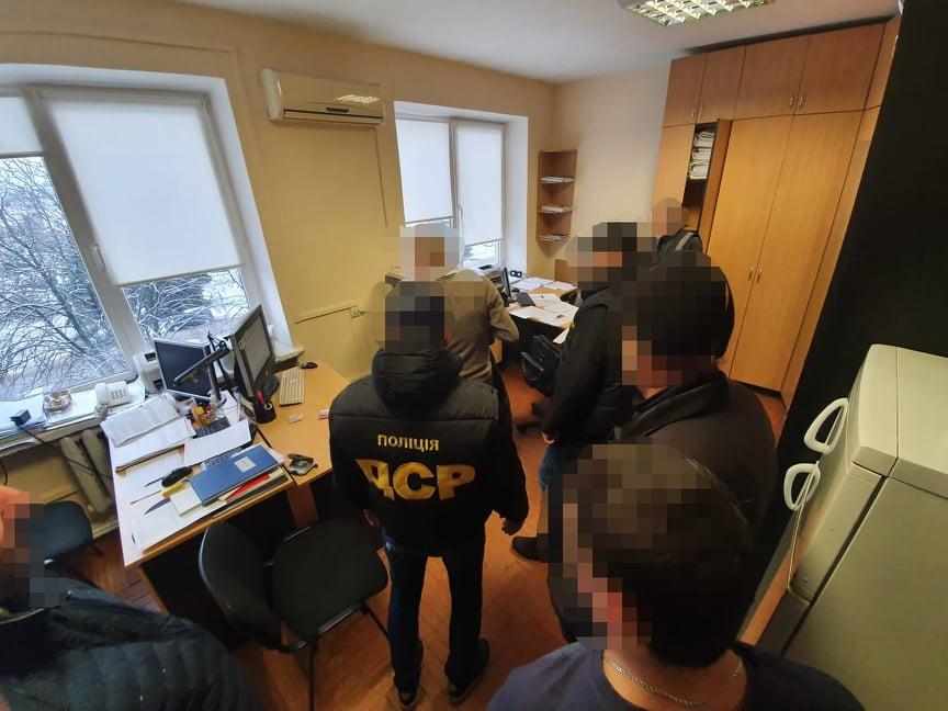 Посадовця Управління держпраці в Закарпатській області затримали при одержанні хабара