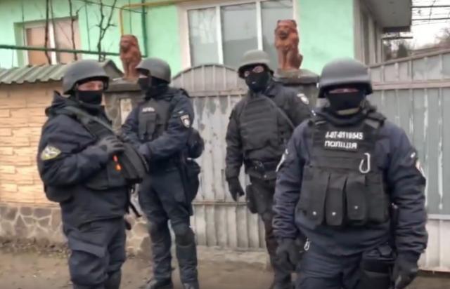 Поліція провела масові в обшуки в циганському таборі Ужгорода (відео)
