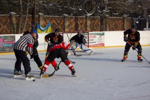 Хокеїсти змагаються в Ужгороді за головний трофей Чемпіонату області