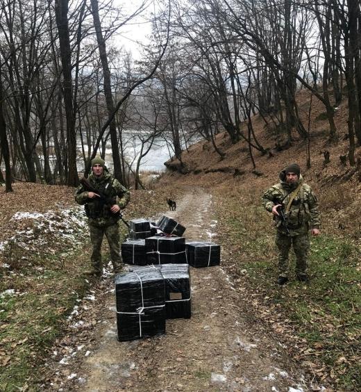 Закарпатські прикордонники завадили контрабандистам переправити сигарети до Румунії