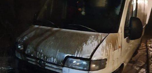 Невідомі облили горючою речовиною й підпалили мікроавтобус жителя Ужгородщини
