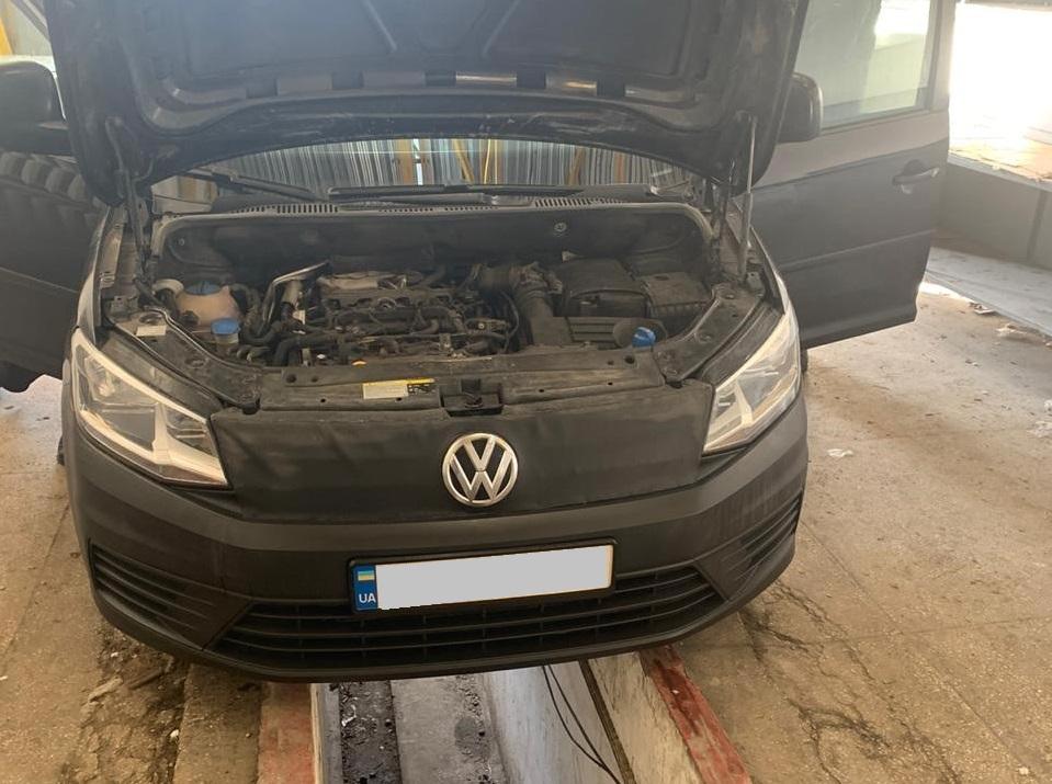 У автомобілі українця закарпатські прикордонники виявили сховки з цигарками