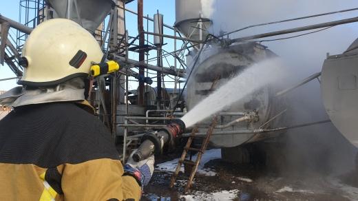 Вогнеборці гасили пожежу на одному з ужгородських підприємств – горіла смола