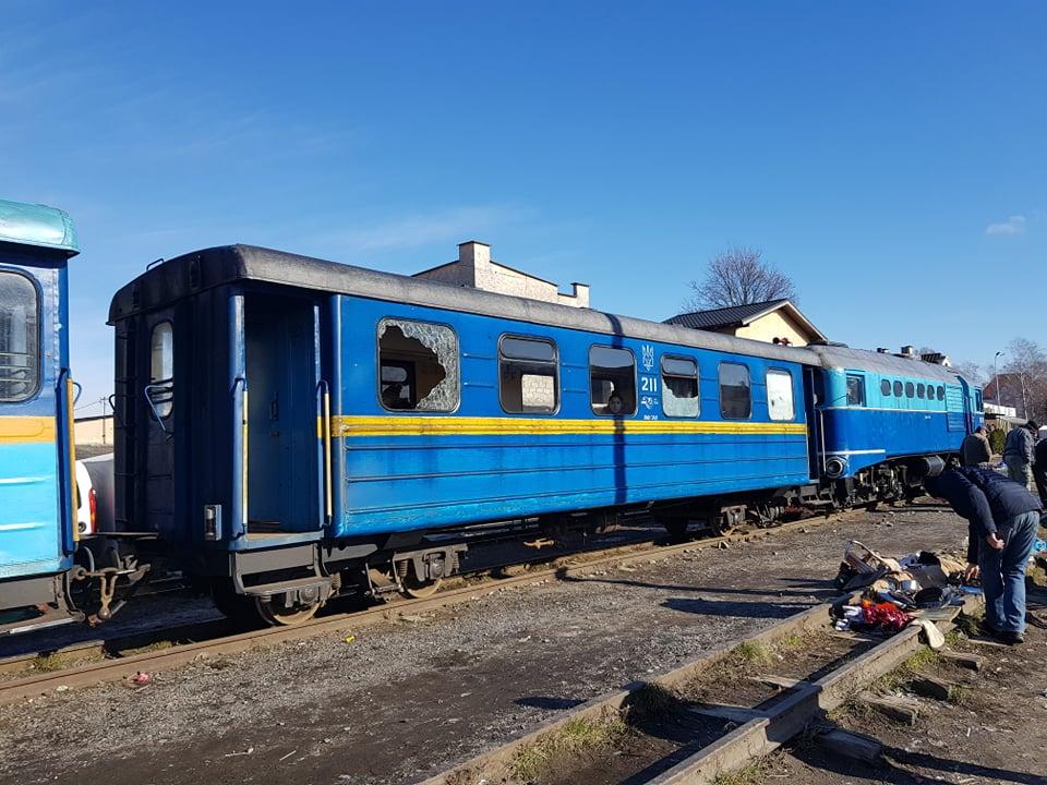 Мешканці циганського табору в Берегові побили вікна у потязі Боржавської вузькоколійки