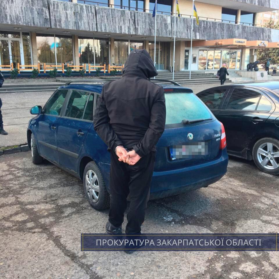 Правоохоронці оприлюднили подробиці затримання в Ужгороді іноземця з 2,2 кг наркотику