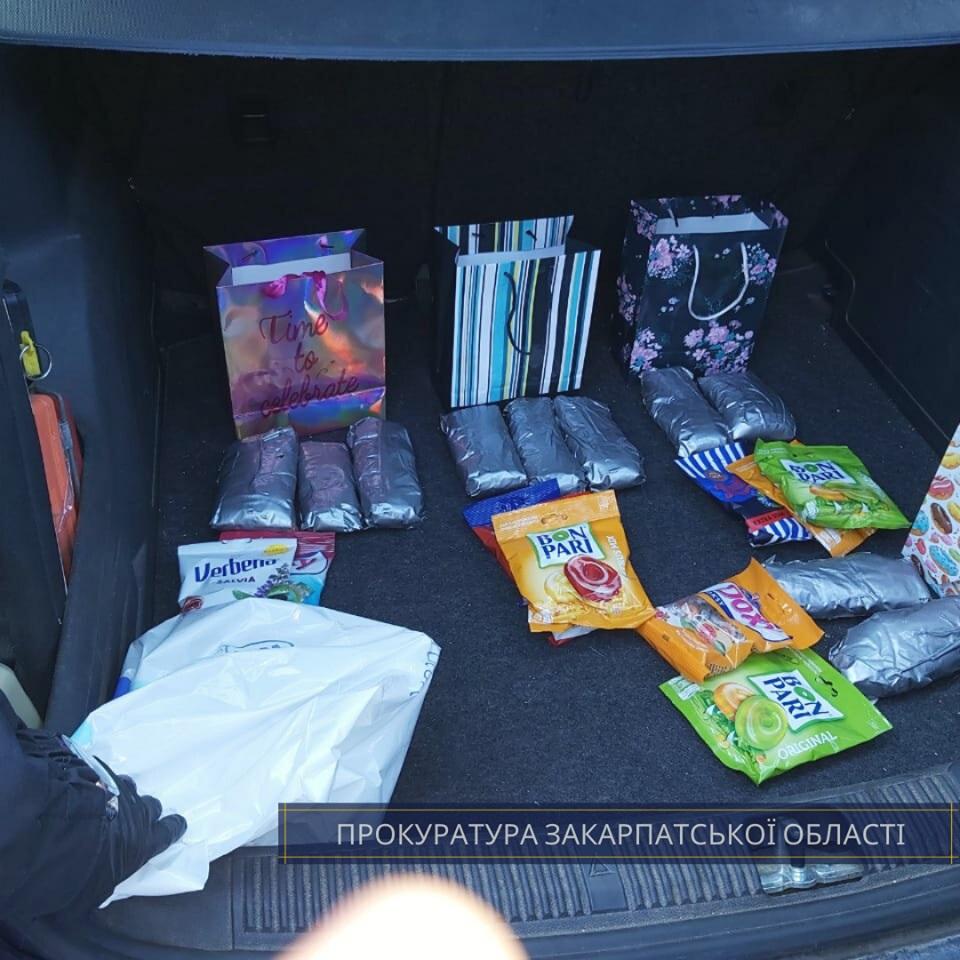 Cловаку, в автівці якого в Ужгороді виявили 2,2 кг метамфетаміну, погоджено підозру