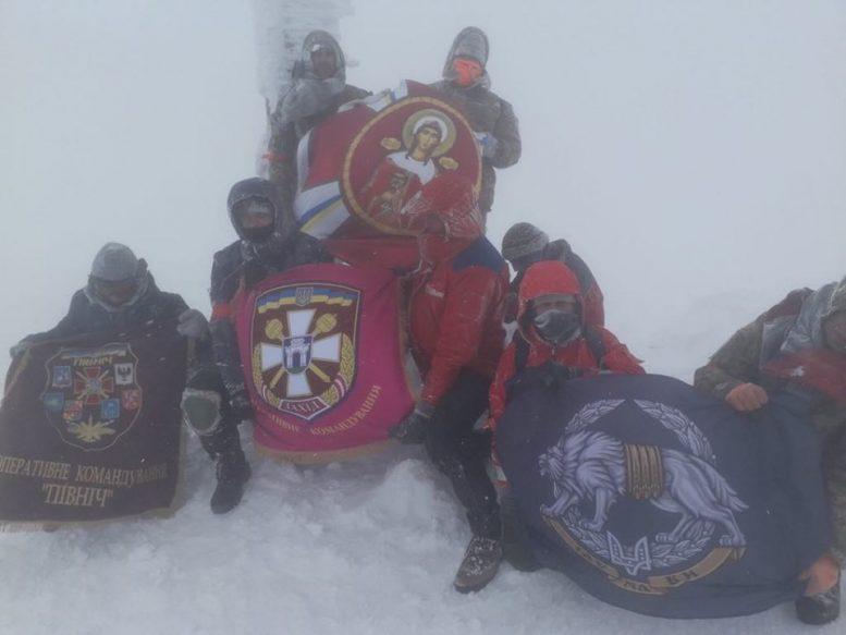 """""""Загартовані війною"""" здійснили зимове сходження на Говерлу (відео)"""