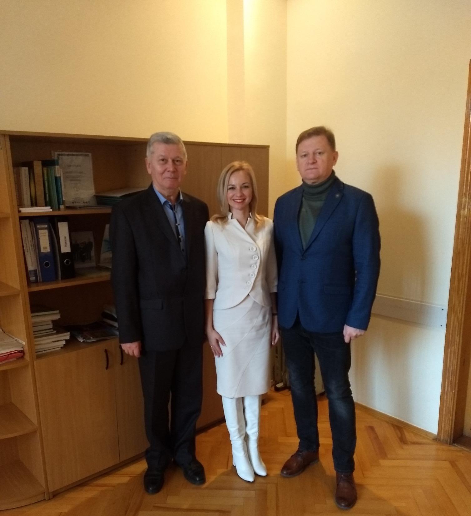 Директор Ужгородського інституту культури і мистецтв підписала партнерську угоду з Рівненським вишем