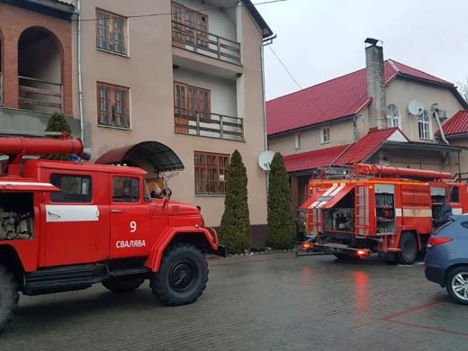 У готелі на Свалявщині сталася пожежа – одну людину врятовано та 37 евакуйовано