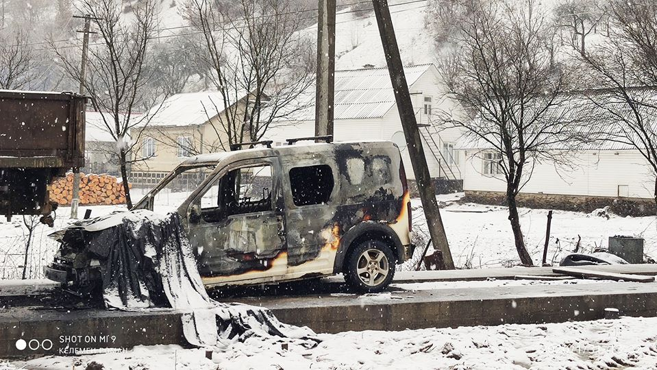 Майстру лісу з Хустщини спалили автомобіль