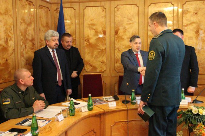Закарпатському митнику вручили годинник від Президента України (фото)