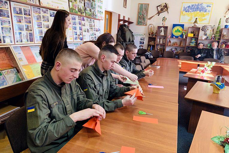 Ужгородські гвардійці дарували валентинки власного виробництва