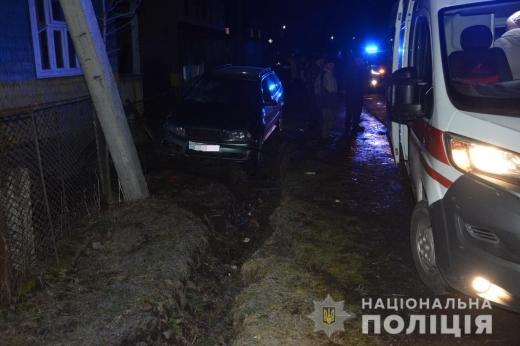 """Водій """"Шкоди"""" збив двох жінок на Тячівщині – одна жінка загинула, друга із травмами у лікарні"""