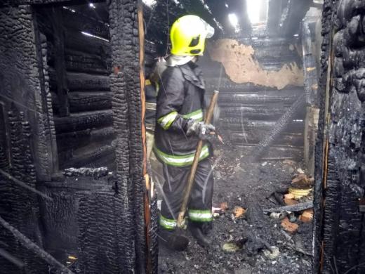 Намагаючись вийти з палаючого будинку на Рахівщині загинув 82-річний чоловік
