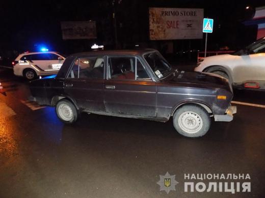В Ужгороді дівчина опинилась між двома автомобілями – з численними травмами її доправлено до лікарні