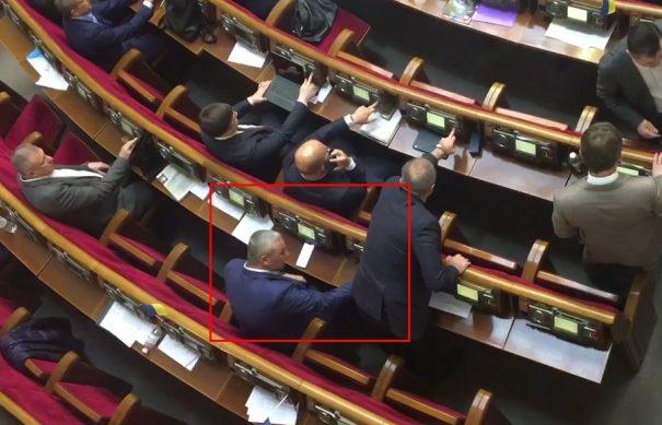 Офіс генпрокурора розпочав кримінальне провадження щодо дій закарпатського нардепа, який кнопкодавив /відео/