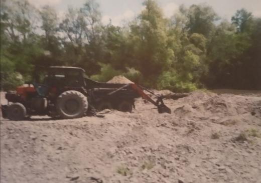 На Перечинщині підприємець незаконно видобував гравій з річки