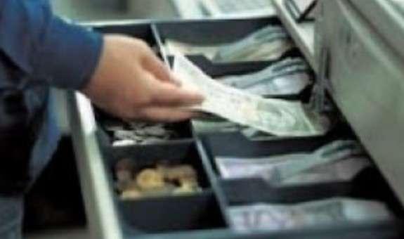 Троє неповнолітніх хлопців обікрали крамницю на Мукачівщині