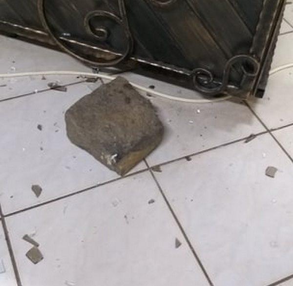 """В Ужгороді невідомий намагався пограбувати магазин на """"Шахті"""" (ВІДЕО)"""