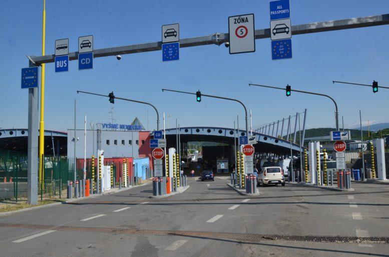 Словацька сторона у пункті пропуску «Вишнє Нємецьке – Ужгород» почала здійснювати пішохідний пропуск громадян України