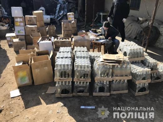 Поліцейські виявили у помешканні жителя Свалявщини партію фальсифікованого алкоголю
