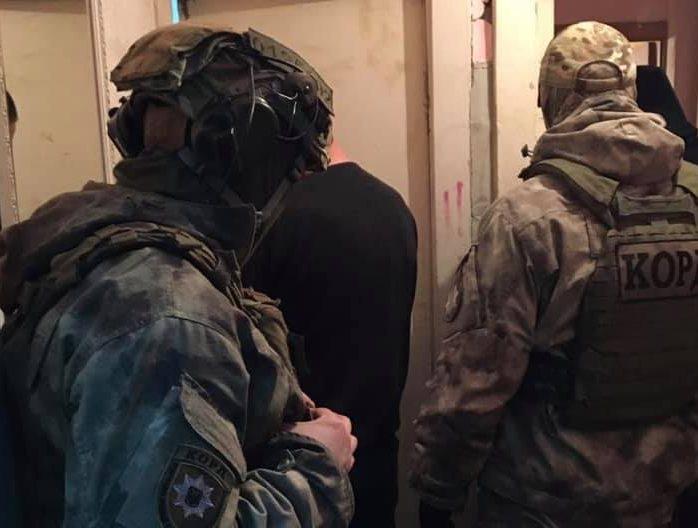 Закарпатська поліція викрила організовану злочинну групу, яка займалася збутом наркотиків на території області