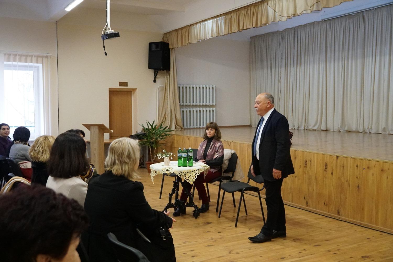 Лікарів та медсестер навчальних закладів Ужгорода навчали щодо коронавірусу