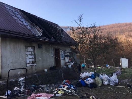Перечинські рятувальники під час пожежі евакуювали шістьох дітей