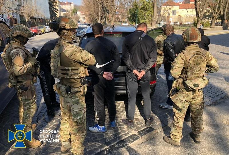 СБУ блокувала діяльність угруповання вимагачів, яке тероризувало мешканців Ужгорода (ФОТО)