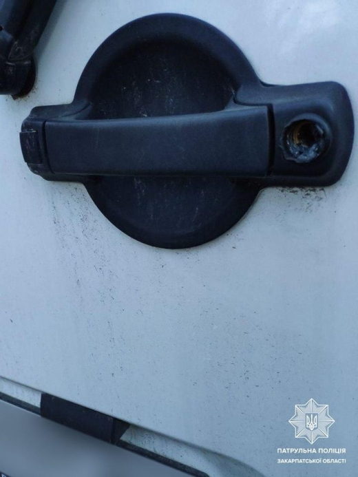 Патрульні затримали трьох чоловіків, які по ночах обкрадали машини ужгородців (ФОТО)
