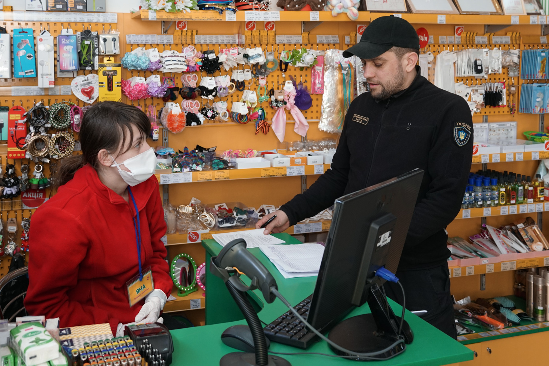 Мобільні групи в Ужгороді перевіряють дотримання закладами карантинних заходів