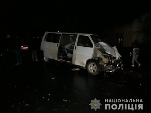 У Виноградові зіткнулися легковик та мікроавтобус: є загиблий і травмовані