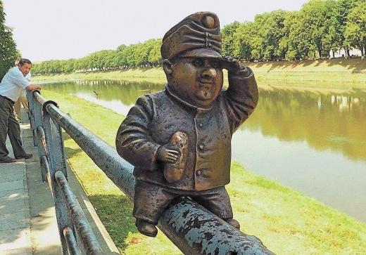 Невідомі поцупили в Ужгороді ще одну міні-скульптуру (ФОТОФАКТ)