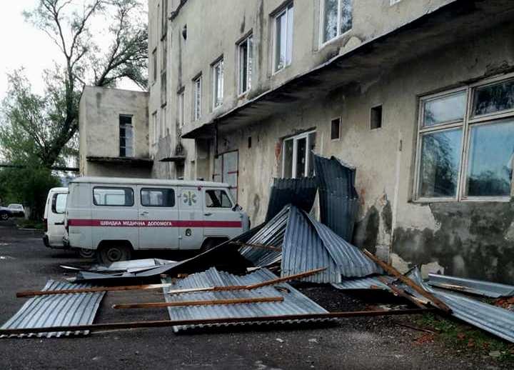 Буревій пошкодив покрівлі над школами Іршавщини та двома відділеннями районної лікарні