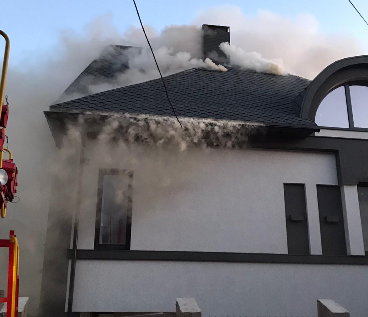 Хустські вогнеборці не допустили знищення вогнем новозбудованого житлового будинку