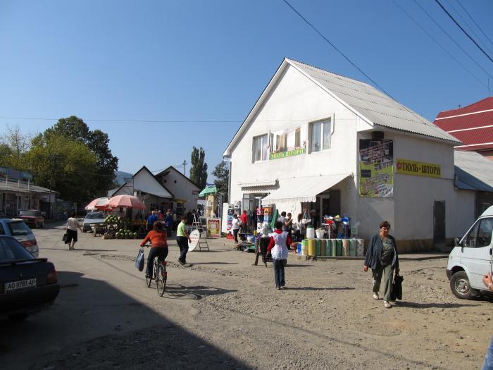 Через закриття ринків у Хусті підприємці перекривали дорогу