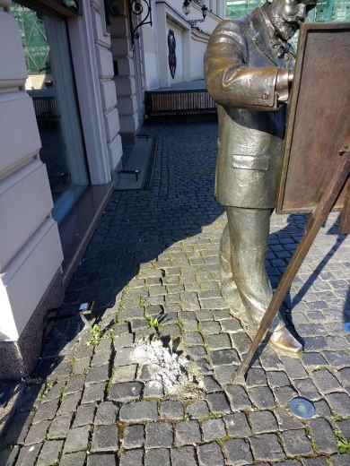 В Ужгороді продовжують руйнувати скульптури