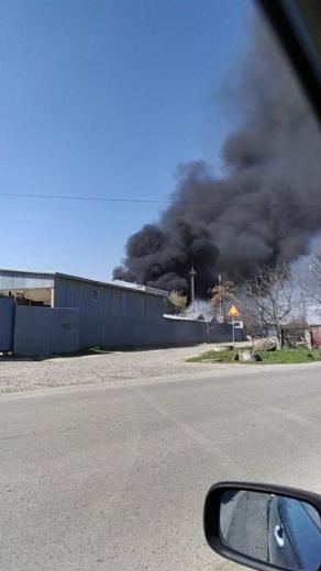 Чорний дим над одним з мікрорайонів Ужгорода – фото та відео очевидців