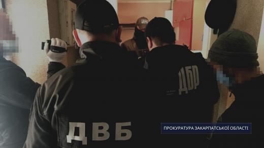 Дільничого Хустського відділку поліції викрили на вимаганні хабара у 12 тис. гривень