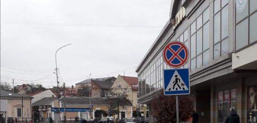 Патрульна поліція вимагає від Ужгородської міськради видалити розмітку платної стоянки на Фединця (документ)