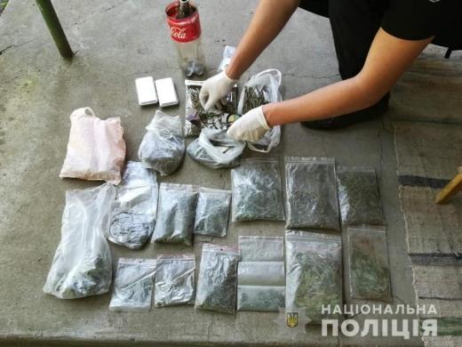 Поліція вилучила під час обшуку у мешканця Мукачівщини марихуану і метамфетамін